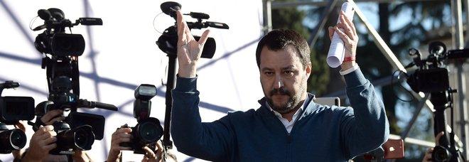 Lancio di uova contro Salvini, 26 antagonisti assolti. Il ministro: «Evviva la giustizia italiana»