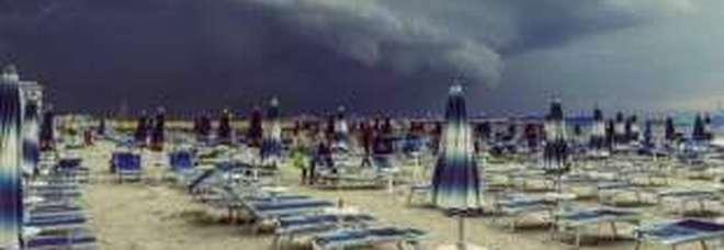 Meteo, domenica di maltempo per l'Italia: temporali in arrivo da Nord a Sud