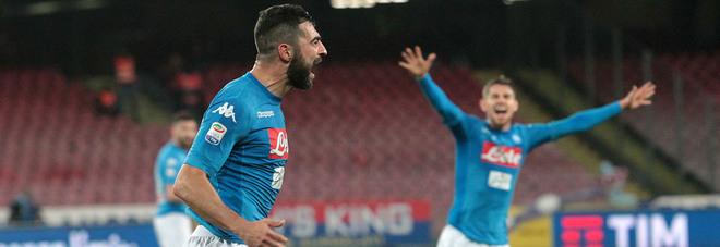 Corsa scudetto, il Napoli riparte: Albiol piega il Genoa, -2 dalla Juve