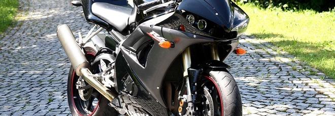 Gli rubano una moto Yamaha, un anno dopo la ritrova... smontata
