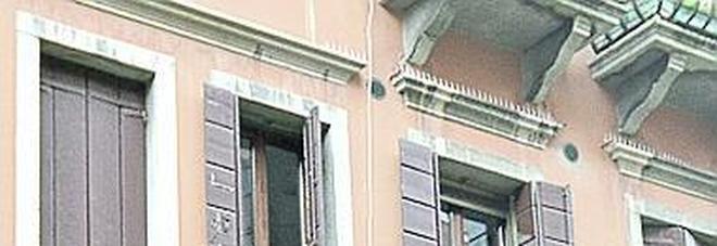 I carabinieri sul posto in pochi minuti  si sono trovati davanti Esposito armato