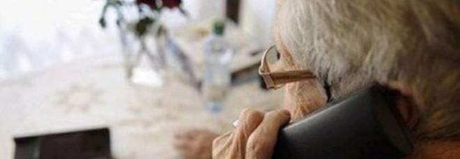 Un ex poliziotto in pensione è il signore delle tuffe agli anziani: decine di colpi