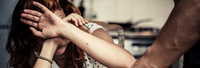 Uccise a martellate la cognata perché copriva i tradimenti della moglie: condanna dimezzata