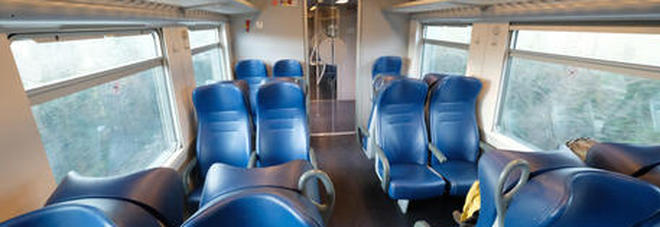 Coronavirus: sale sul treno e inizia a tossire, i passeggeri bloccano il convoglio. «Abbiamo paura del contagio»
