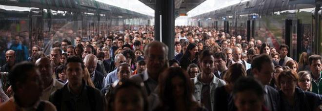 Sconto di 250 euro per i pendolari. Stop aumento Iva, bonus Irpef