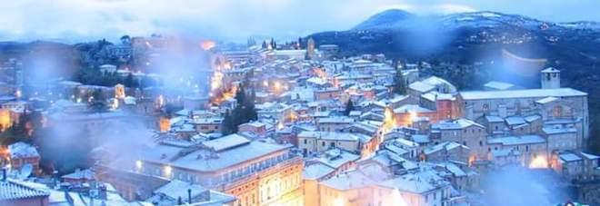 Perugia imbiancata dalla neve: lo spettacolo dalla webcam sopra la città