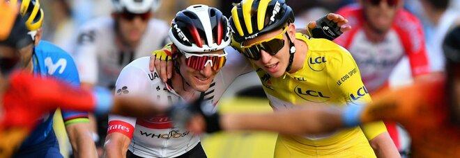 Tour de France, Pogacar in trionfo a Parigi, tappa finale a Bennett
