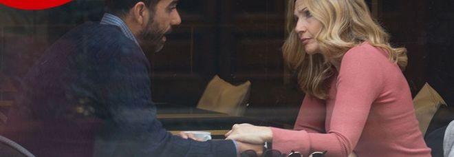 Lorella Cuccarini mano nella mano a Firenze con un giovane misterioso