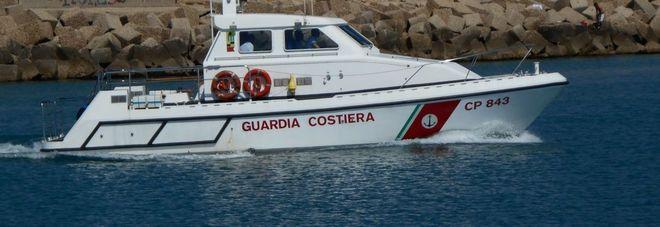 La Capitaneria di porto sequestra 80 chili di vongole Multate le imbarcazioni
