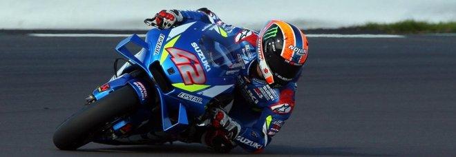 A Silverstone Rins beffa Marquez sul traguardo. Dovizioso «sta bene» ma è in ospedale per controlli