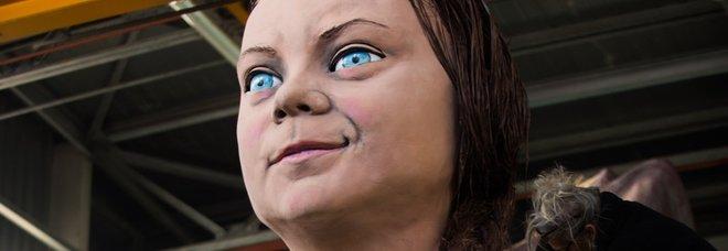 Da Greta Thunberg a Ronaldo: al Carnevale di Viareggio il mondo in cartapesta