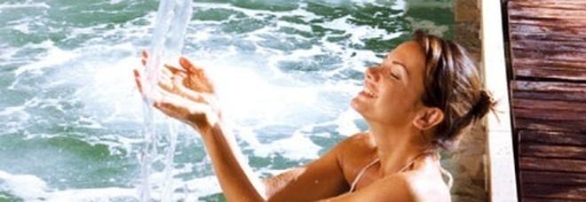 Notte delle terme, tra vasche calde e fontane perenni esperienza celestiale