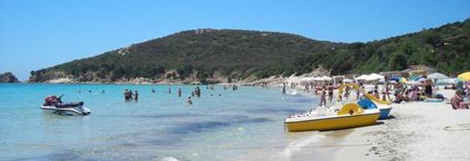 Prenotano online le vacanze in Sardegna, all'arrivo la sorpresa: «Dormito in auto»