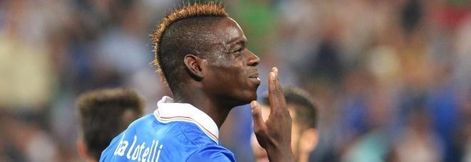 Mario Balotelli e il sexy ricatto di una 18enne: «Ero minorenne, dammi 100mila euro o ti denuncio»