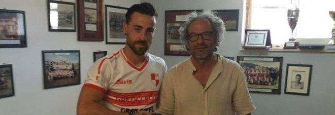 L'attaccante spagnolo Carlos Quintana e il presidente Mario Belalba