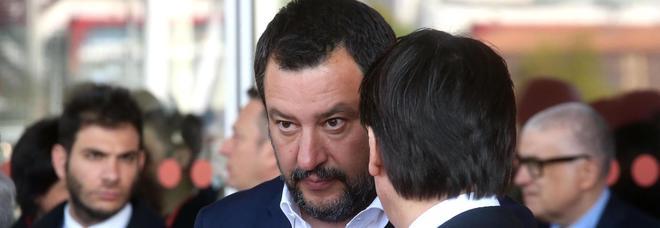 Salvini: «La foto con il mitra? Polemiche inutili»