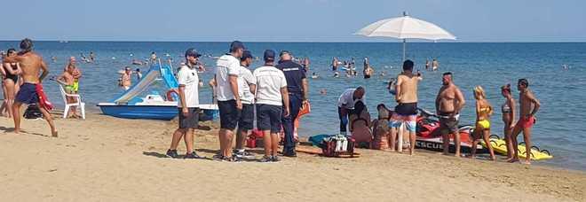 I soccorsi sulla riva