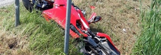 Vola nel fossato con la Ducati: Lucio muore a 40 anni