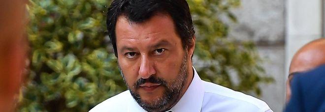 Salvini: «Il pm che mi indaga parlava di rischio terroristi sui barconi. Ha cambiato idea?»