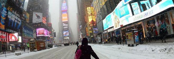 """New York, c'è la tormenta """"Stella"""": scuole chiuse e voli a rischio"""