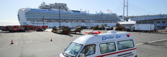 Virus, Di Maio: «Volo per i 35 italiani in quarantena su Diamont Princess». Americana positiva su un'altra nave