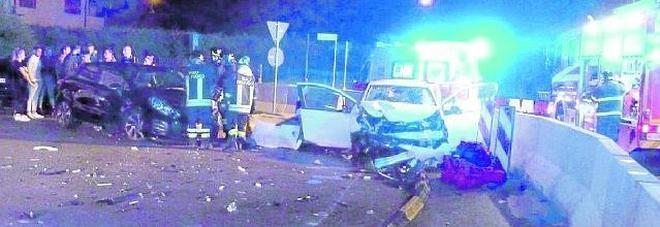 Ubriaco al volante: 25enne tira  dritto e finisce contro la rotonda