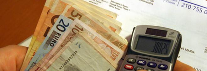Bollette in calo dal primo aprile: risparmio di 200 euro a famiglia