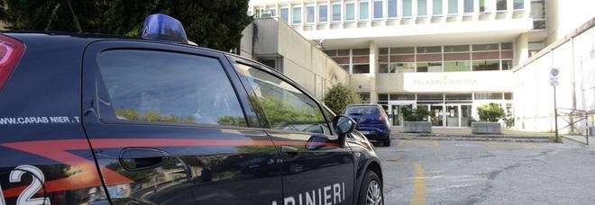 """Con le preghiere """"magiche"""" le sfilano 130mila euro: due donne a processo"""