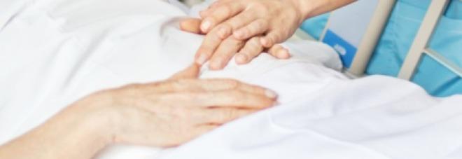 Donna muore soffocata da un boccone di cibo: l'addio dopo cinque giorni di coma