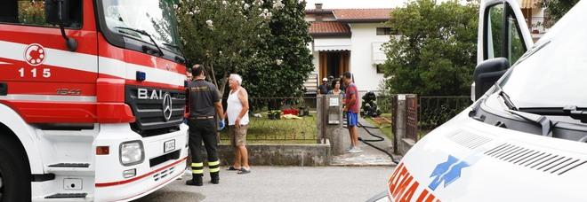 Esplode la canna fumaria, tre feriti uno è vigile del fuoco