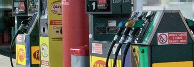 Benzina, nuovi rialzi Eni e Ip mettono mano ai listini: ecco i prezzi
