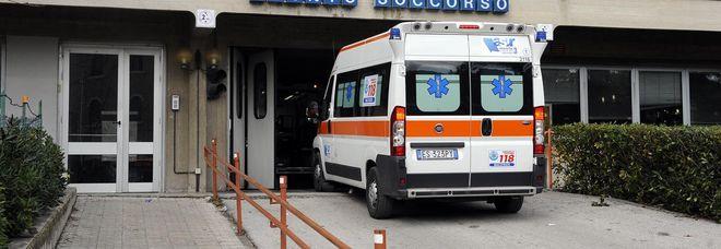Giovane ciclista falciato da un'auto: è grave in ospedale