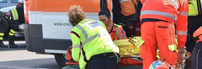 Lite choc: figlio 18enne accoltella la mamma e si taglia la gola