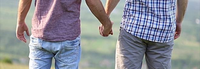 Militare in pensione versa 30mila euro all'amante gay per il suo silenzio