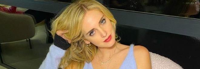 Chiara Ferragni in vacanza con Fedez, prova costume superata: il selfie allo specchio è hot