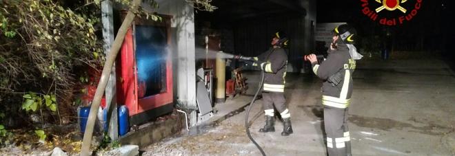 Paura nel panificio, va a fuoco un generatore