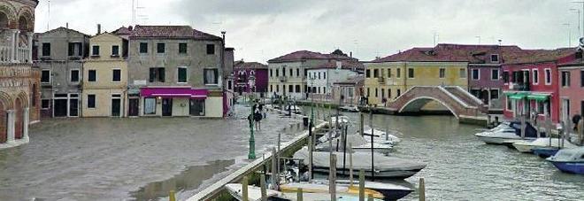 Le turiste prenotano l'appartamento a Murano, arrivano, ma quella porta non c'è