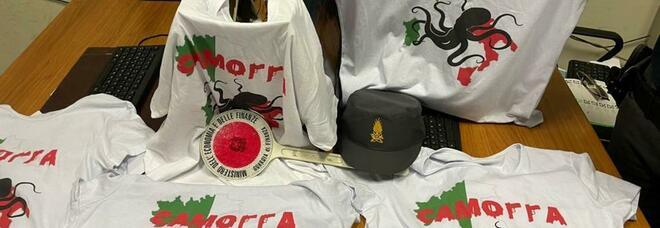 Napoli, sequestrate su una bancarella abusiva le t-shirt che esaltano la camorra