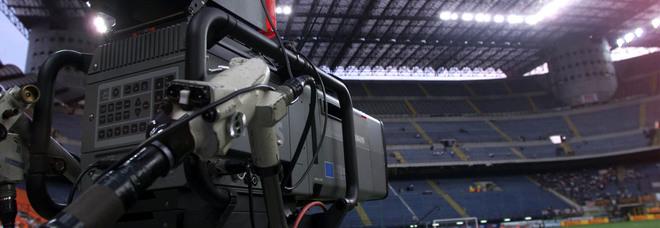 Diritti tv, Sky e Perform in corsa restano: Mediaset si sfila. Rilanci sino alle 20