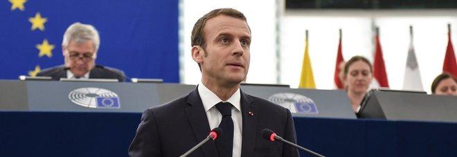 Macron: «Rischiamo una guerra civile Ue. Basta con egoismi»