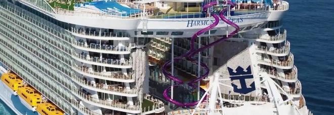 Ragazzo di 16 anni precipita dal balcone della nave da crociera e muore: «Si è schiantato sul molo»
