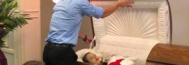 La moglie incinta muore in un incidente causato da un ubriaco: lui pubblica le foto da morta su Facebook