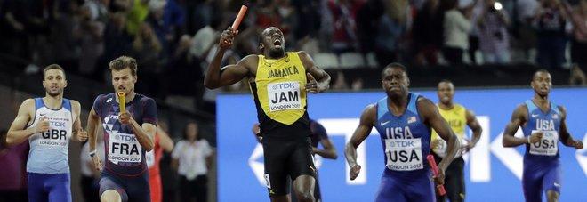Bolt non finisce l'ultima gara: crolla a terra nella 4x100 mondiale