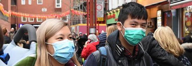 Coronavirus, la Chiesa di Hong Kong corre ai ripari: niente ostie né acqua santa