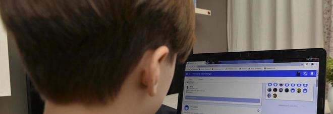 Coronavirus, scuola troppo a distanza: difficoltà per le videolezioni e studenti senza guida