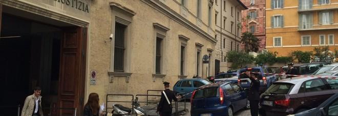 Ancona, primario lascia tutto alla badante per non pagare gli alimenti alla ex