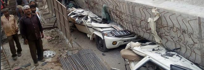 Strage in India, crolla cavalcavia in costruzione Almeno 19 morti