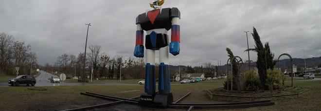 Una statua gigante di Ufo Robot difende la città: l'idea di un Comune francese