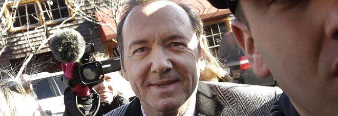 Kevin Spacey a processo con l'accusa di molestie rischia 5 anni: «Sono innocente»