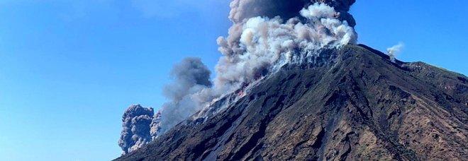 Stromboli, due forti esplosioni all'alba sul vulcano: «Nessun danno ma tanta paura»